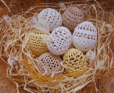 Szydełkowy Kramik Agi: Jajeczka szydełkowe - kolejna odsłona Easter Crochet, Yarn Ball, Happy Easter, Easter Eggs, Crocheting, Easter, Eggs, Blouses, Projects