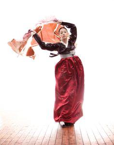 한복 Hanbok / Black jeogori and red chima / Traditional Korean dress/ by Hanbok Lynn