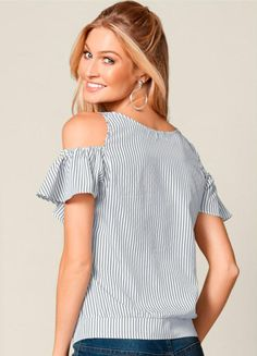Tallas (euro) (Costura y corte) – Inspiration … Blouse with open shoulders. Sizes (euro) (Sewing and cutting) – Inspiration Needlewoman Magazine Sewing Blouses, Dress Sewing Patterns, Tunic Blouse, New Outfits, Ideias Fashion, Couture, Female, Clothes For Women, Shoulder