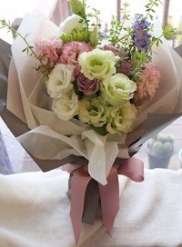 flower-delivery-singapore-brown-paper-bouquet