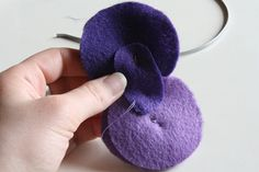 http://tallystreasury.com/2011/04/felt-circle-flowers-2/