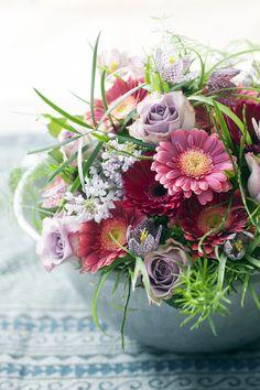 Sommerliches Arrangement mit der Gerbera.  #tollwasblumenmachen #twbm #gerbera #bunt #blumen #flowers #colorful