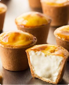 Cheesecake with cookie crust Small Desserts, Asian Desserts, Sweet Recipes, Cake Recipes, Dessert Recipes, Don Perignon, Filling Food, Pastry And Bakery, Gourmet Gifts