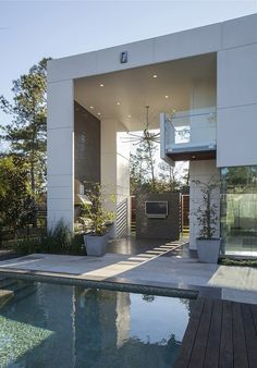 King Residence in Houston showing a resort-like lifestyle by MC2 Architects