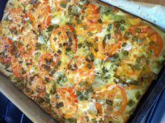 Ovenschotel van 500 gr. aardappelschijfjes, 2 uien in ringen, 2 tomaten in plakken, lenteuitjes en italiaanse kruiden, overgoten met 6 geklopte eieren, 1/4 kopje bloem, scheut melk en halfvol flesje finesse voor koken, zout, peper en komijn. Geraspte kaas erboven op... Jamm!