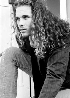 Long Curly Hair Men: Guide with Pictures, Hairstyles, Products, Tips and Advice Long Curly Hair Men, Kinky Curly Hair, Curly Hair Cuts, Long Hair Cuts, Curly Hair Styles, Frizzy Hair, Men's Hair, Big Hair, Blonde Hair