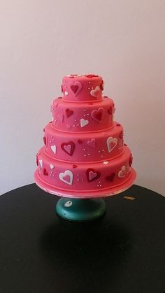 heart cake @Jess Pearl Davison  - It's a love part cake!!!