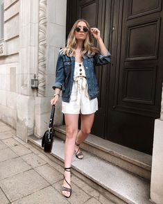 spring outfits to inspire you Sporty Outfits, New Outfits, Spring Outfits, Jean Jacket Outfits, Jacket Dress, Jeans Jumpsuit, Romper Pants, Accessorize Fashion, Oversized Jacket