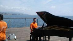 Grupo IProm Barcelona S.L., colaborando en un programa de TV3, en el movimiento y filmación de #pianos de #cola. www.transporte-de-pianos.com