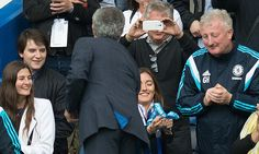 Jose Mourinho gives Premier League winners' medal to his daughter #DailyMail