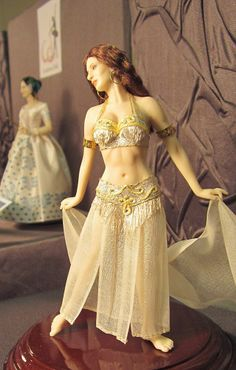 A Beautiful World Tiny Dolls, Ooak Dolls, Art Dolls, Elizabeth Shaw, Barbie, Maria Jose, Body Poses, Period Costumes, Belly Dancers
