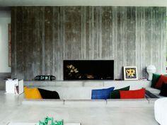 Lareira e parede texturada