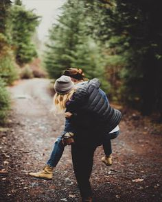hiking pictures couple and hiking pictures Picture Poses, Picture Video, Boyfriend Goals Teenagers, Vintage Kiss, Summer Dog, Creative Pictures, Shop Front Design, Background Vintage, Logo Color