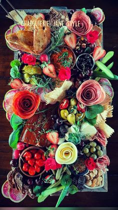 Charcuterie Gifts, Charcuterie Recipes, Charcuterie Platter, Charcuterie And Cheese Board, Cheese Boards, Party Food Platters, Party Trays, Food Trays, Cheese Platters