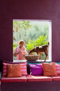 Mexico color on walls and pillows - and notice the purple contrasted with the green of the plants Purple Kitchen Decor, Mexican Kitchen Decor, Mexican Home Decor, Purple Interior, Bohemian Interior, Deep Purple, Interior Exterior, Interior Design, Backyard Creations