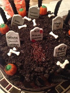 Pretty Little Liars cAke! I want that for my B-day!