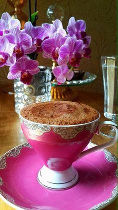 Most popular coffee photography art mornings breakfast Ideas Coffee Vs Tea, I Love Coffee, Coffee Drinks, Coffee Cups, Photography Tea, Breakfast Photography, Breakfast Tea, Morning Breakfast, Good Morning Coffee