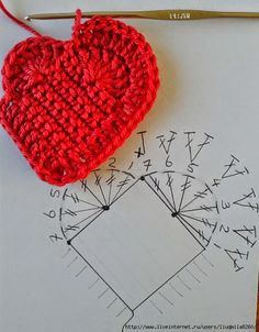 Free crochet pattern heart from José Crochet; also cute keychains made from the heart Love Crochet, Crochet Gifts, Crochet Motif, Crochet Yarn, Crochet Stitches, Crochet Flower Patterns, Crochet Flowers, Crochet Squares, Heart Patterns
