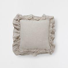 kissen mit blumenstickerei diese woche neuheiten zara home deutschland cushions. Black Bedroom Furniture Sets. Home Design Ideas
