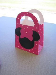 Very cute treat box! Would be cute to have an assortment of different color boxes. Looks easy to make or selling on etsy.com for $15 for set of 8.
