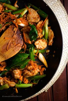 Curried Spicy Chicken and Basil by @SpicieFoodie | #chicken #Thai #curry
