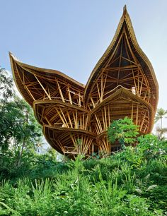 Elora Hardy in 2010 founded the architectural and design firm Ibuku. Recently she has designed a bamboo 'Green Village', Villa Sharma Springs in Bali.