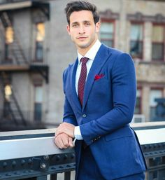Doctor Mike is a Russian-born New Yorker that gives George Clooney circa ER, a run for his money. Mens Fashion Suits, Mens Suits, Men's Fashion, Fashion Blogs, Mike Varshavski, Camisa Lisa, Style Masculin, Well Dressed Men, Suit And Tie