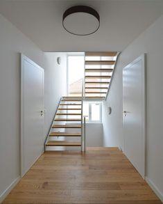 LeinertLorenz Architekten   Dresden Japanese Interior Design, Modern Stairs, Empty Room, House On A Hill, Interior Architecture, New Homes, Loft, House Design, Open Spaces