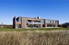 Side Distant Full View -Sagaponack, NY by Bates Masi Architects