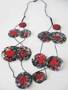 collar de bolsas de plastico recicladas  by Solange Vasquez Vega