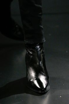 The complete Saint Laurent Fall 2015 Menswear fashion show now on Vogue Runway. Mens Heeled Boots, Cuban Heel Boots, Fashion Show, Mens Fashion, Fashion Design, Tap Shoes, Dance Shoes, Men In Heels, Fall 2015