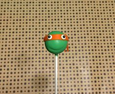 The Teenage Mutant Ninja Turtles are a huge hit at the box office, like they will be at your next TMNT party when you make these fun Ninja Turtle cake pops! you've never seen superhero cake pops like this before. Ninja Turtle Cake Pops, Ninja Turtles, Brownie Pops, Cookie Pops, Cake Pop Tutorial, Fondant Tutorial, Mutant Ninja, Teenage Mutant, Superhero Cake Pops