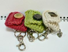 Looking for crocheting project inspiration? Check out Crochet Coin Purse Key Holder by member Amy_Lim. Crochet Wallet, Crochet Coin Purse, Crochet Keychain, Crochet Purses, Small Crochet Gifts, Small Gifts, Cute Crochet, Crochet Baby, Knit Crochet