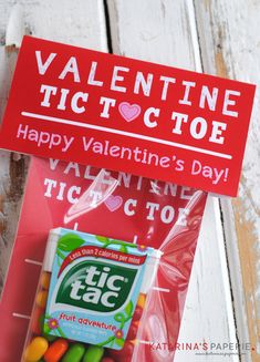 Free printable Valentine's Day tic tac toe board and topper