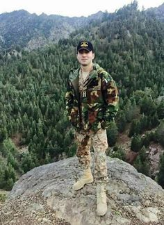 Pak Army Quotes, Pak Army Soldiers, Pakistan Armed Forces, Pakistan Zindabad, Army Love, Men In Uniform, Hot Guys, Handsome, Defenders