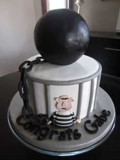 Congratulations you out of jail #cake?  by omimite