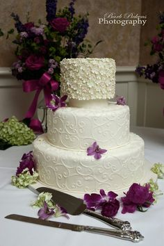 Love the flower detail on the top tier...cute bridal shower idea?