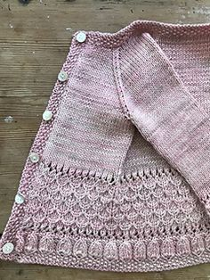 Scrap Book Cardigan pattern by Anne B Hanssen.With inspiration from scrap-booking where you put different pieces together for a pleasent harmony, I worked this child cardigan using different stitch-patterns. Kids Knitting Patterns, Knitting For Kids, Crochet Baby Cardigan Free Pattern, Layette Pattern, Pull Bebe, Knit Baby Sweaters, Knitted Baby Cardigan, Pulls, Barn