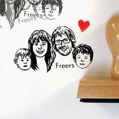 Decorate your cards with your own family portrait.    FOR 4 FACES*    DRAWING MADE BY HAND**  STAMP FILLED WITH INK***  MOUNTED ON WOOD  LARGE