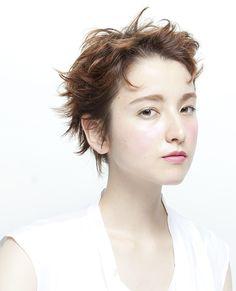 髪型 ヘアスタイル Salon Style, Creative Hairstyles, Short Cuts, Hair Art, Salons, Short Hair Styles, Feminine, Poses, Lady