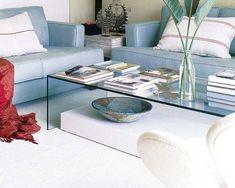 Mesas de centro de cristal para tu salón | Decorar tu casa es facilisimo.com Deco Furniture, Painted Furniture, Living Room Designs, Living Room Decor, Acrylic Table, Classic Home Decor, Tiny Spaces, Modern Table, Sweet Home