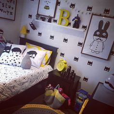 Zwart wit geel Batman Kids Rooms, Batman Bedroom, Superhero Room, Toddler Rooms, Toddler Bed, Bedroom Black, Room Themes, Cool Rooms, Kid Spaces