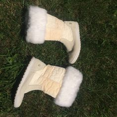 Coach Rabbit fur winter boots⛄️👢 Authentic coach rabbit fur winter boots! White size 8! Minimal wear, a few dark spots from dirt and yellowing (pictured) but I barely wore these, I just kept holding on to them thinking I would wear them but I barely ever did! Time to let them go☺️ Coach Shoes Winter & Rain Boots