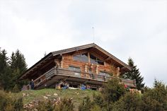 Raiul din munti: Cheile Gradistei Cabin, House Styles, Travel, Home Decor, Viajes, Decoration Home, Room Decor, Cabins, Destinations