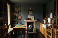 Kitchen of the Week: A London Kitchen Inspired by Traditional Haberdashery Stores - Remodelista Kitchen Display, Kitchen Storage, Devol Kitchens, Cosy Corner, Piece A Vivre, Oak Cabinets, Modular Cabinets, Vintage Table, Vintage Chairs