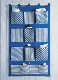 Wall Hanging Storage, Hanging Organizer, Diy Hanging, Diy Home Crafts, Sewing Crafts, Sewing Projects For Beginners, Diy Projects, Fabric Storage Boxes, Denim Crafts