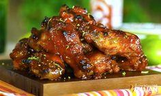 Easy Crockpot Sriracha Honey Chicken Wings (With Video)