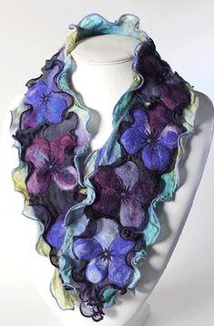 Farb-und Stilberatung mit www.farben-reich.com - Vivid hand dyed and felted floral design scarf