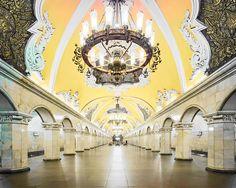 Fotógrafo registrou as lindíssimas estações de Metro de Moscou completamente vazias. #photo #photography #moscow #moscou #station #metro #fotografia #foto #arquitetura #classico #metrostation #history #russia