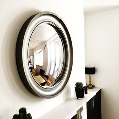 2 top hints when hanging round mirrors over a fireplace Extra Large Round Mirror, Round Mirrors, Mirror Above Fireplace, Luxury Furniture, Furniture Design, Hanging Mirrors, Overmantle Mirror, Convex Mirror, Stairways